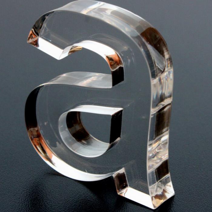 Corte laser en metacrilato transparente
